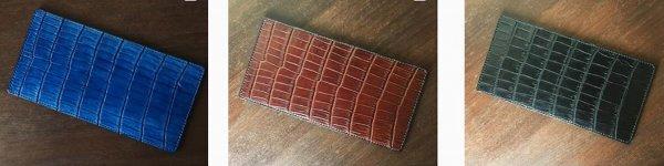 daa6a91e630a ... 向けて在庫に追加したクロコのBIT3モデル(藍染 茶 黒)。ジャケットの内ポケにスッキリと収まる、財布を開け閉めする必要がない 、革そのものを楽しめる財布です。